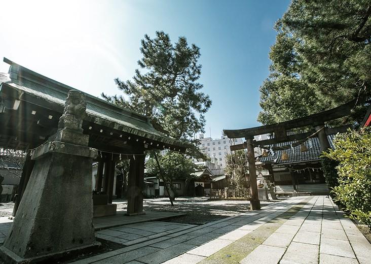 異なる伝統が交錯する一夜限りの夕餉。 加賀友禅、フランス料理と安江八幡宮が織りなす幻想なる空間。